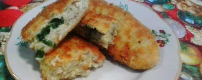 Рыбные котлеты с зелёным маслом в тройной панировке