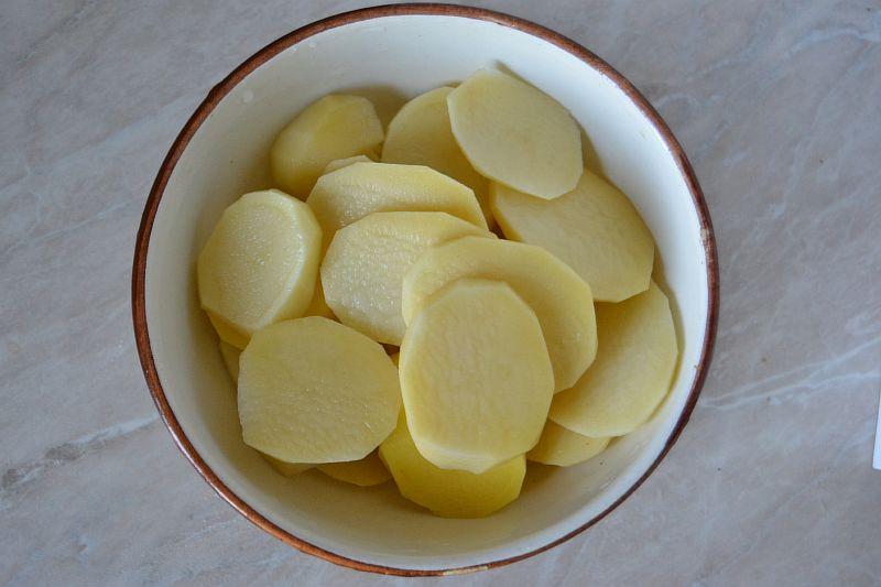 Нарезаем картошку кольцами