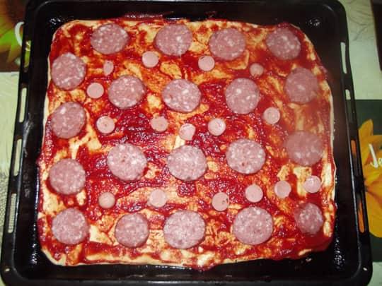 Делаем начинку пиццы