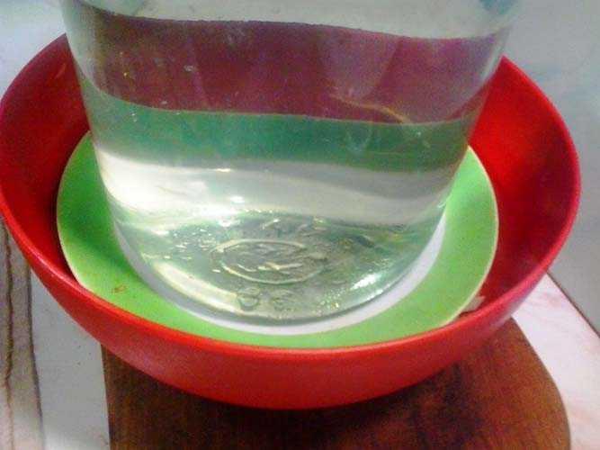 Пригружаем банкой с водой