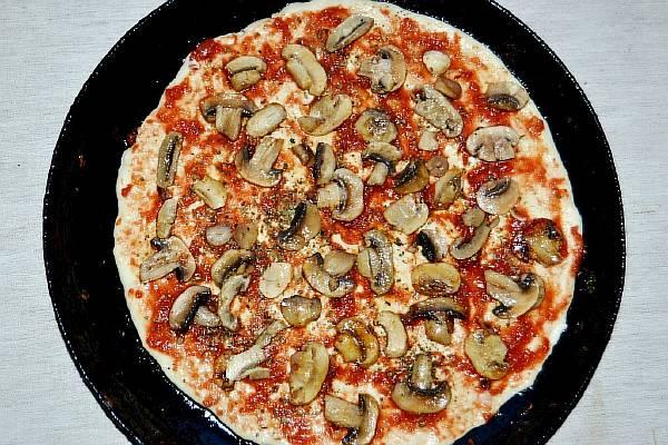 Готовим начинку для вегетарианской пиццы