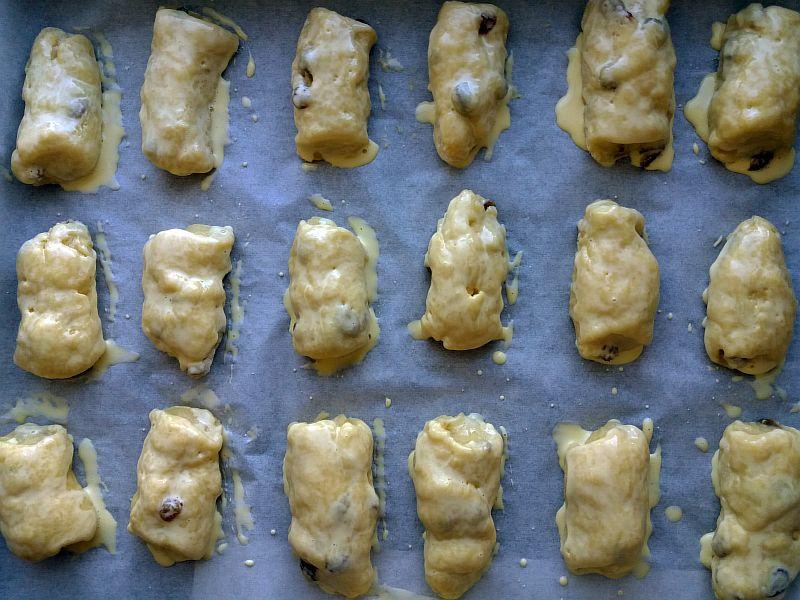 Выкладываем сформированное печенье на противень