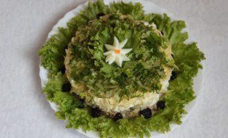 Слоеный салат с грибами, сыром и тунцом