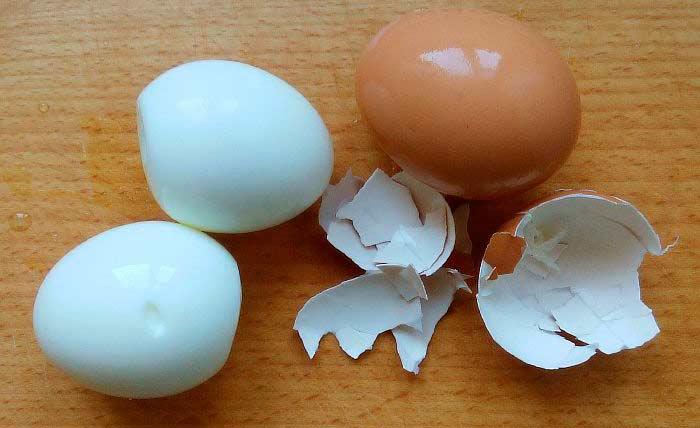 Варим и чистим яйца