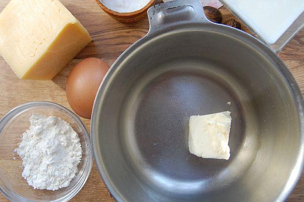 Растапливаем масло в посуде
